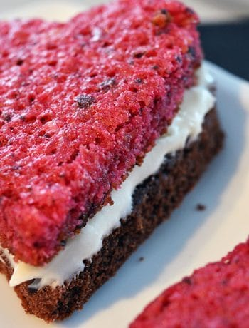 My delicious recipe for red velvet and brownie sandwich bars with cream cheese icing... yum! Perfect for Valentine's Day, but you can adapt the shape (and colour) for any occasion!