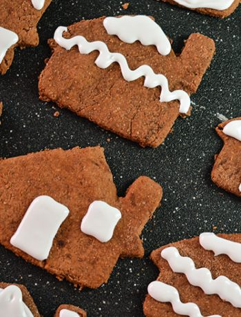 Do you decorate a traditional gingerbread house? Skip the extra messy 3D houses and make a batch of these cocoa ginger cookies to decorate instead!